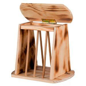 Porta heno de madera con tapa